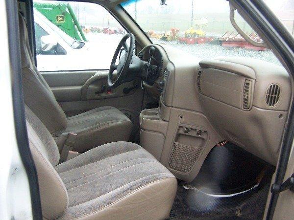 117: 1998 Chevy 4x4 Astro Van Automatic,  - 9