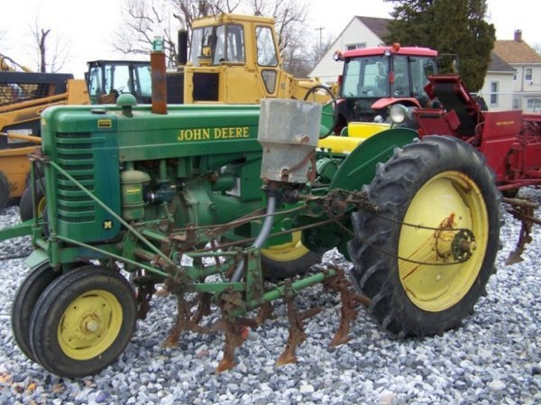 128: John Deere MT Antique Farm Tractor, Side Dresser