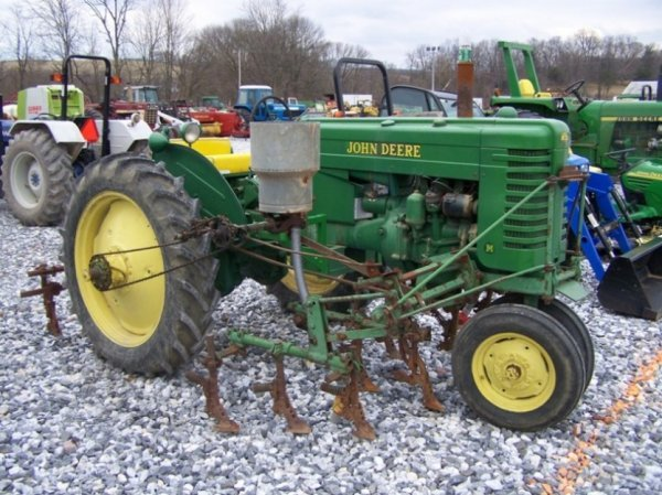128: John Deere MT Antique Farm Tractor, Side Dresser - 3