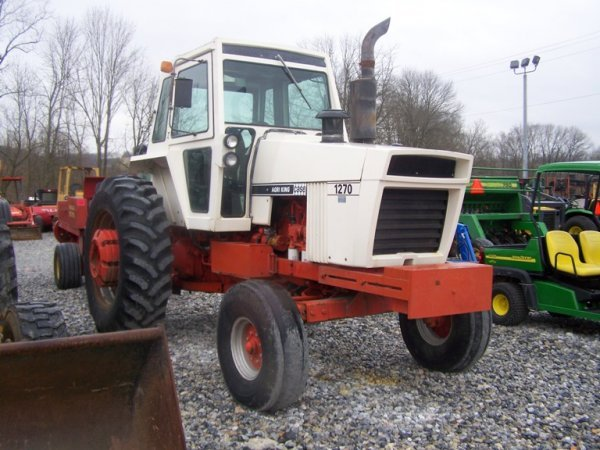 262: CASE 1270 Agri King Tractor with Cab, Power Shift