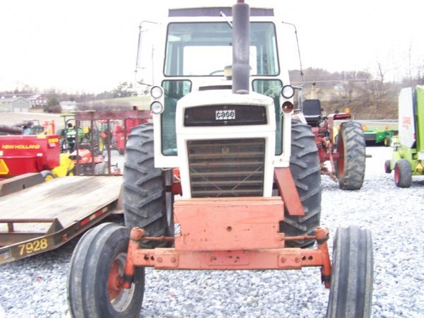 305: CASE 1070 Agri King Tractor with Cab, Power Shift - 2