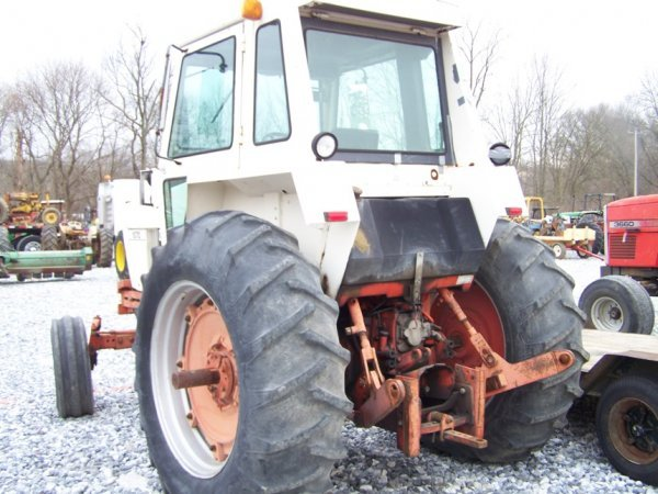 305: CASE 1070 Agri King Tractor with Cab, Power Shift - 4