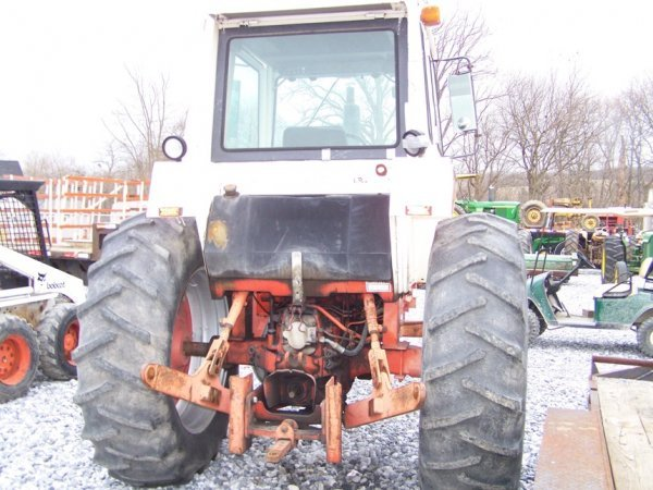 305: CASE 1070 Agri King Tractor with Cab, Power Shift - 5