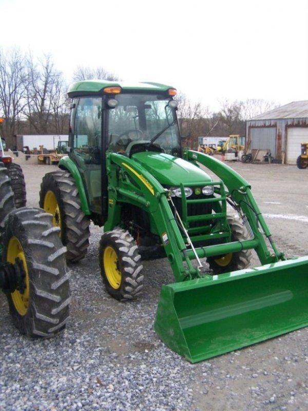 162: John Deere 4520 4x4 Compact Tractor  Cab Loader