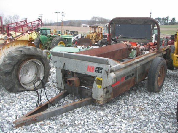 375: New Idea 361 Pull Type Manure Spreader for Tractor