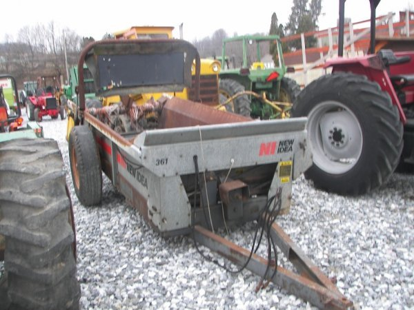 375: New Idea 361 Pull Type Manure Spreader for Tractor - 2