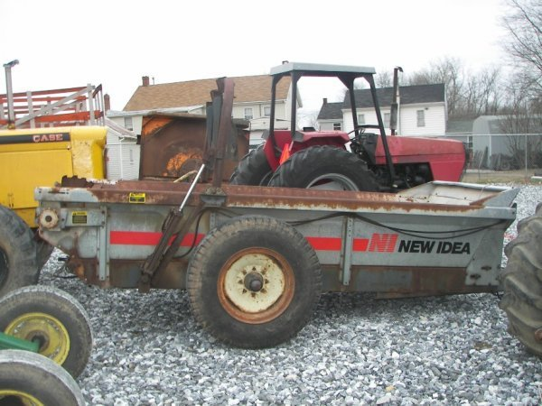 375: New Idea 361 Pull Type Manure Spreader for Tractor - 3