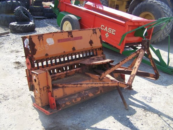 517: Jacobsen 4' 3pt Seeder for Tractors, PTO Drive