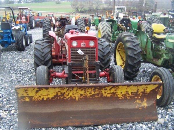 623: International 424 Tractor with Snowblade, Gas, - 2