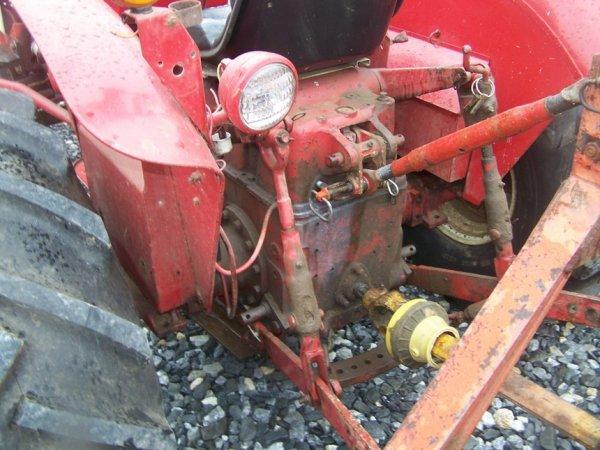 623: International 424 Tractor with Snowblade, Gas, - 5