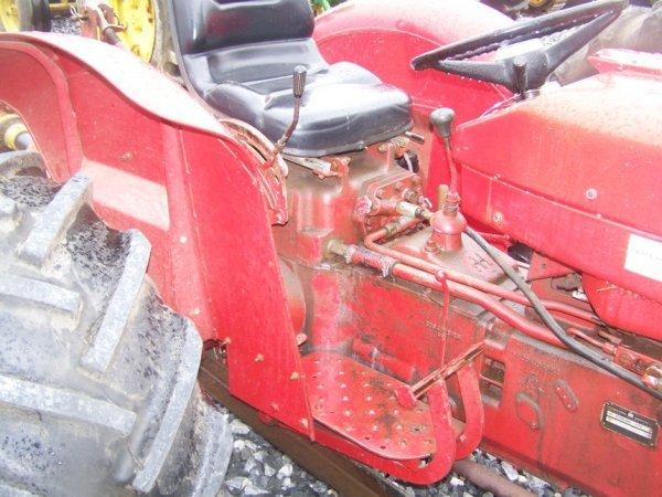 623: International 424 Tractor with Snowblade, Gas, - 7