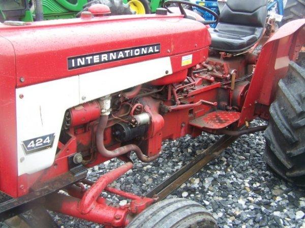 623: International 424 Tractor with Snowblade, Gas, - 9