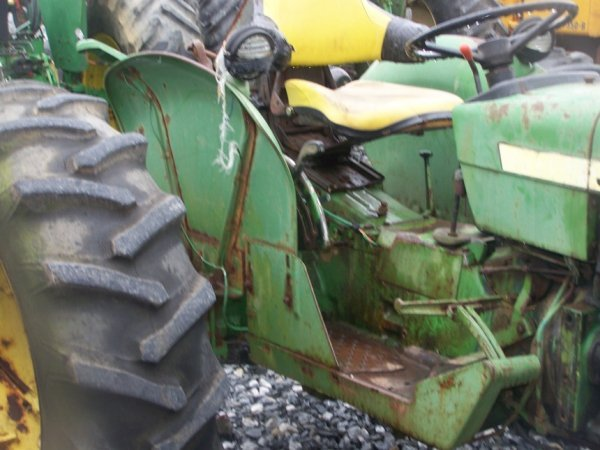 742: John Deere 2040 Farm Tractor, Spin out Rims - 10