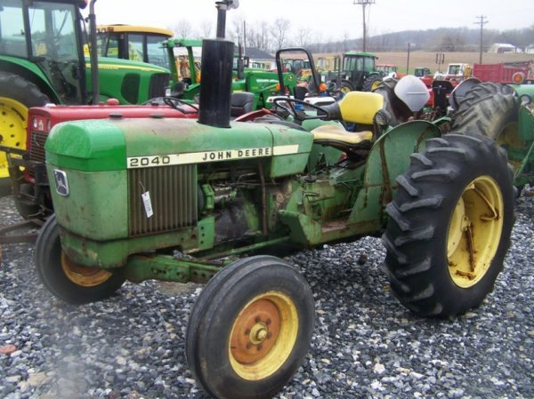 742: John Deere 2040 Farm Tractor, Spin out Rims