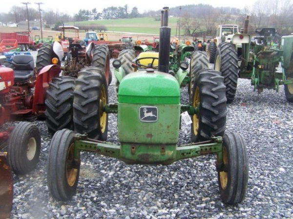 742: John Deere 2040 Farm Tractor, Spin out Rims - 2