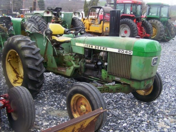 742: John Deere 2040 Farm Tractor, Spin out Rims - 3
