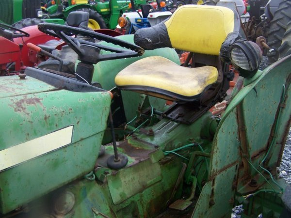 742: John Deere 2040 Farm Tractor, Spin out Rims - 8