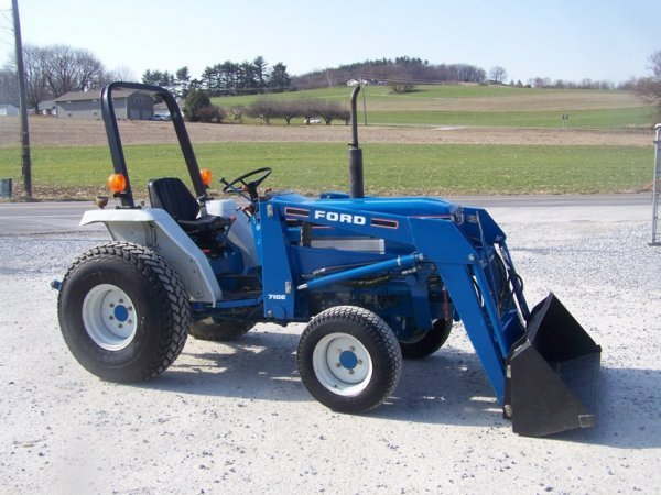 Small Tractors With Loaders : Ford compact tractor with loader