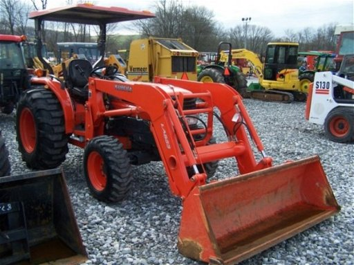 640: Kubota L4330 4x4 Compact Tractor with Loader