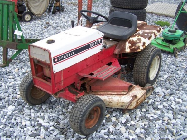 "506: Gravely 818T Lawn and Garden Tractor 48"" Deck"