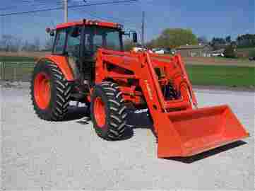 156: Kubota M 125X 4x4 Cab Tractor with Loader