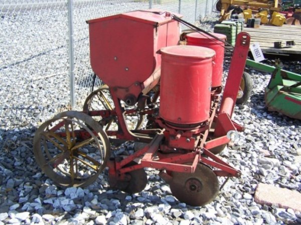 63: Massey Ferguson 3pt 2 Row Corn Planter for Tractors - 3
