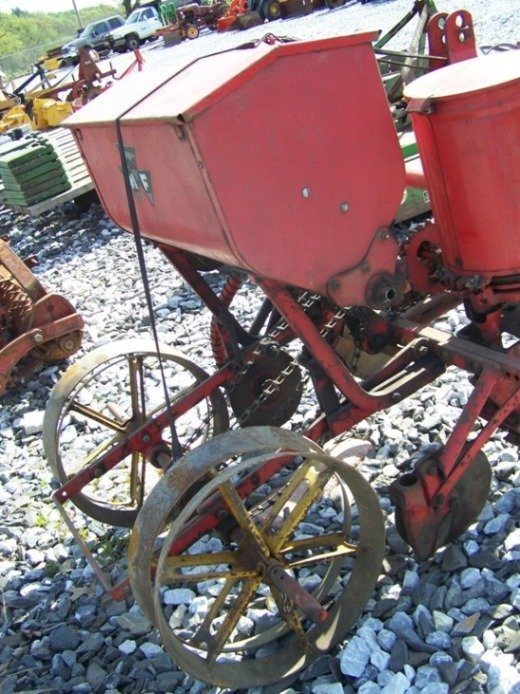 63: Massey Ferguson 3pt 2 Row Corn Planter for Tractors - 4