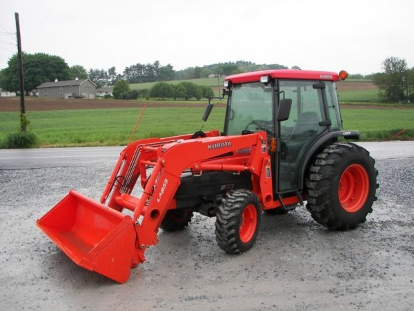 1155: Kubota L4630 4x4 Compact Tractor with Cab  Loader