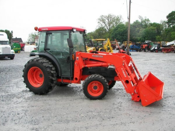 1155: Kubota L4630 4x4 Compact Tractor with Cab  Loader - 3