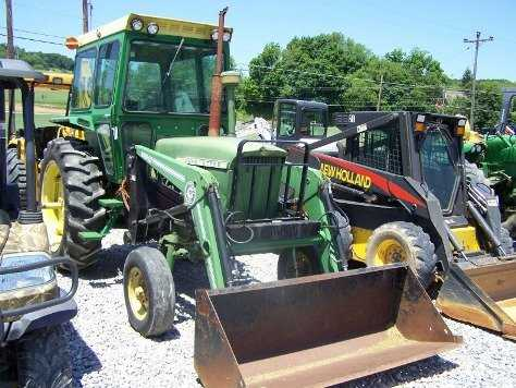 1213 John Deere 2510 Farm Tractor With Cab And Loader