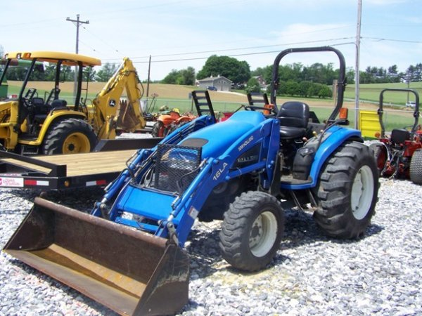 1256: New Holland TC 45 4x4 Compact Tractor with Loader