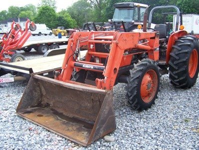 1319: Kubota M7030 4x4 Farm Tractor with Loader