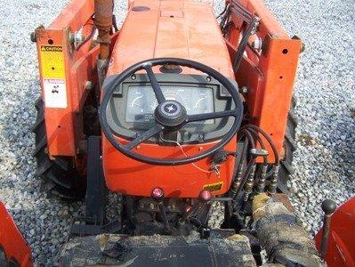 1319: Kubota M7030 4x4 Farm Tractor with Loader - 6