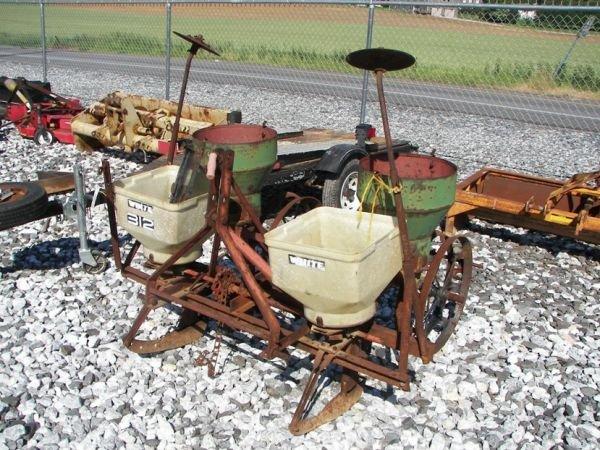 1022: White 312 3pt 2 Row Corn Planter for Tractors