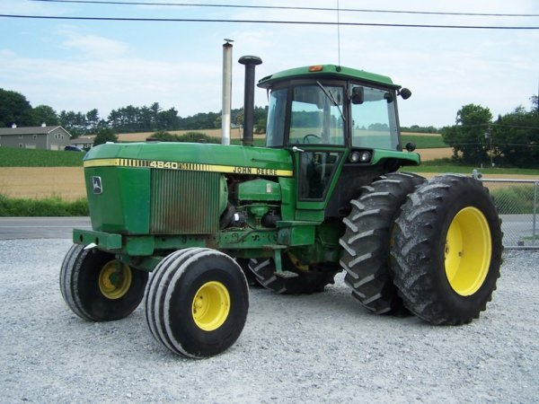 265: John Deere 4840 Farm Tractor with Cab and Duals
