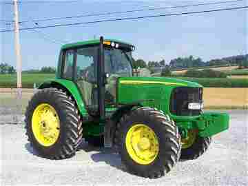 172: 2003 John Deere 7320 4x4 Farm Tractor with Cab