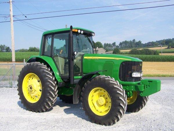172: 2003 John Deere 7320 4x4 Farm Tractor with Cab