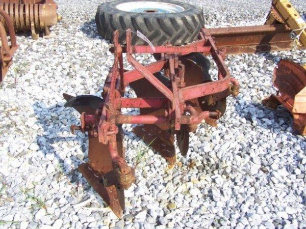 17: Nice International 3pt 3 Bottom Plow for Tractors