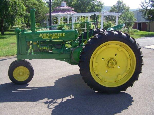 3104: 1937 Restored Unstyled John Deere B Tractor, PTO