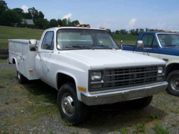 22: 1989 Chevy 3500 4x4 Pick Up Truck Utility Body