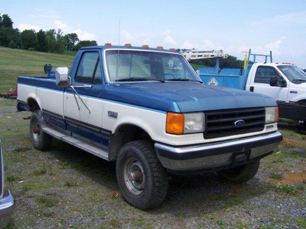 24: Ford F350 4x4 Pick Up Truck Diesel