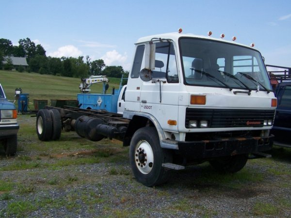 25: 1986 International Cab and Chassis Truck