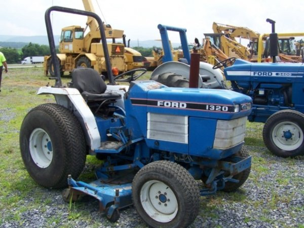 31: Ford 1320 4x4 Compact Tractor with Belly Mower
