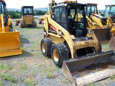 72: 2004 Caterpillar 246 B Skid Steer Loader
