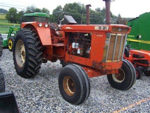 4202: Allis Chalmers D21 Farm Tractor, Original, Fender
