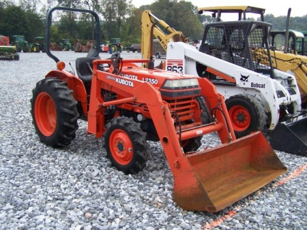 136 kubota l2350 4x4 compact tractor with loader rh liveauctioneers com L2350 Specs L2350 Kubota Tractor Accessories