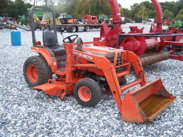 129  Kubota B2400 4x4 Compact Tractor Loader  U0026 Mower