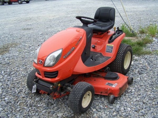 234: Kubota GR2100 Lawn and Garden Tractor, 450 Hours