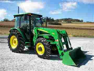 1153: John Deere 5525 4x4 Cab Tractor with Loader