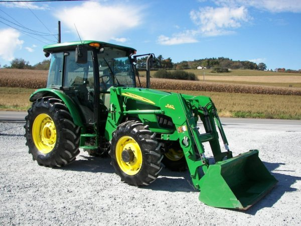 1153  John Deere 5525 4x4 Cab Tractor With Loader